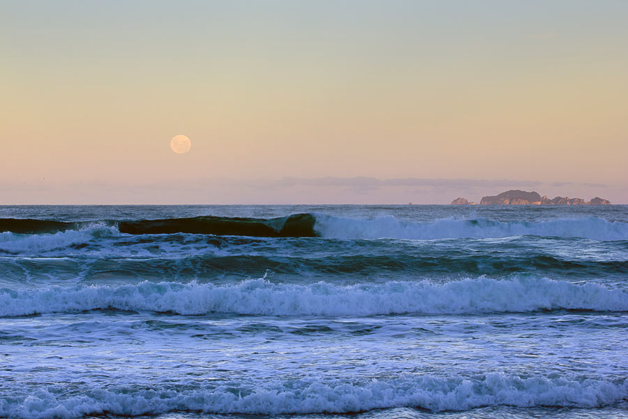 Alderman Islands on Full Moon from Coromandel Coast New Zealand (photo by Virochana)